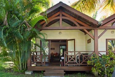 Vue d'ensemble du bungalow tropique