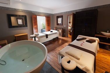 ...ou doubles et d'une grande baignoire pour vous relaxer
