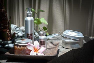Massages aux huiles essentielles, fragrances tropicales...