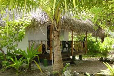 Vous serez logé dans un de ces bungalows, dans le jardin...