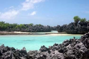 et les piscines naturelles de l'île aux Récifs ..