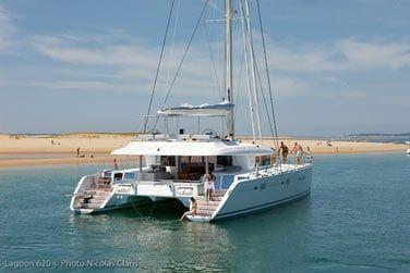 Le luxueux catamaran Lagoon 620