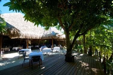 Le restaurant Haere Mai possède une terrasse ombragée très agréable