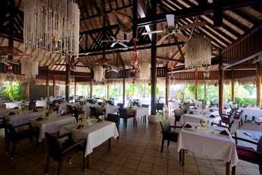 Pour vous restaurer dans une atmosphère polynésienne, rendez-vous au restaurant Haere Mai