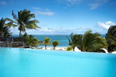 La vue depuis la piscine de l'hôtel