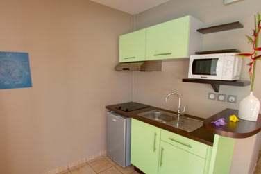 une kitchenette parfaitement équipée grâce à laquelle vous pourrez cuisiner au gré de vos envies