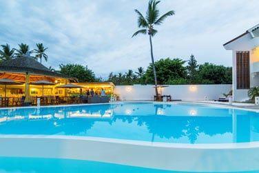 La piscine de l'hôtel pour adultes...