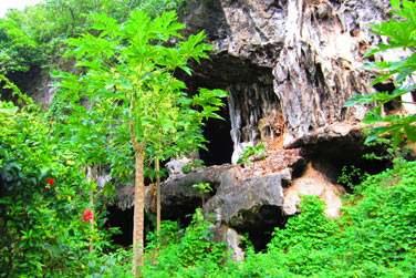On s'attend à découvrir ses superbes grottes ..