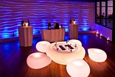 Le bar Bubble Lounge vous accueille pour un apéritif plutôt... lumineux !
