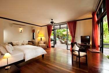 Partie salon (avec lit supplémentaire) de la Celebrity Villa