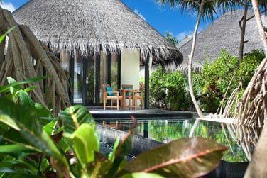 La piscine privée de la Deluxe Beach Villa avec piscine...