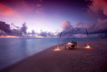 Pour une occasion spéciale (ou pas), le dîner romantique sur la plage est un must !