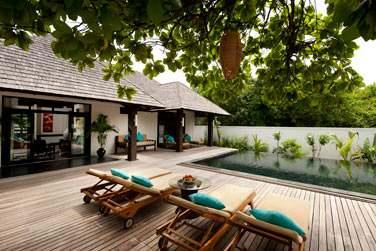 La terrasse et piscine privée d'une 'Hidden Retreat'