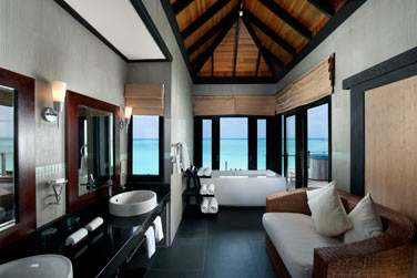 La salle de bain d'une 'Horizon Water Villa'