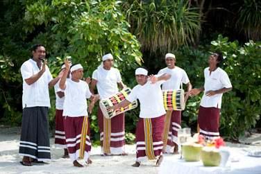 Au programme de votre cérémonie : danseurs et musiciens maldiviens... Dépaysant, non ?