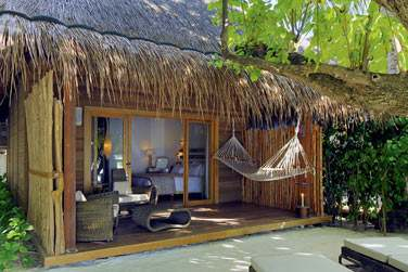 Espace extérieur de la Beach Villa, au coeur de la végétation tropicale