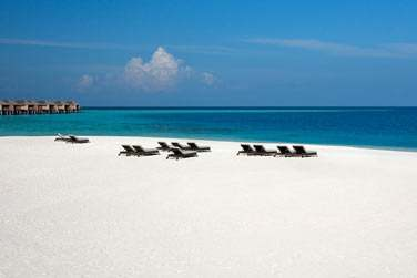 Plages de sable blanc, lagon turquoise aux eaux cristallines, ciel éclatant...