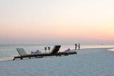 L'hôtel Constance Moofushi Resort est un petit cocon pour les amoureux... Dîners en tête, apéros sur la plage