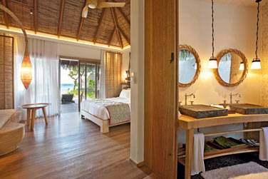 La salle de bain de la Villa Plage, ouverte sur la chambre.