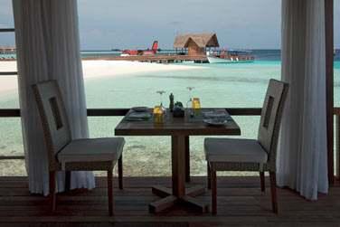 L'extension du restaurant Manta sur pilotis vous propose des spécialités 'à la carte' et des soirées animées