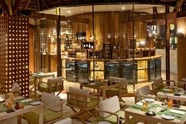 Au restaurant Manta, les repas sont accompagnés d'une large sélection de vins, provenant de la cave du sommelier.