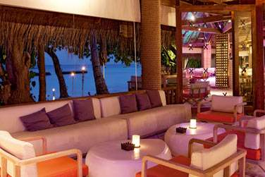 Le soir venu, rendez-vous au Manta Bar pour écouter la sélection musicale du DJ.