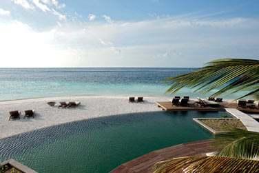 Plongez dans la piscine et profitez de cette vue magnifique sur l'horizon