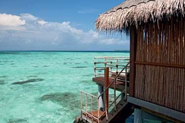 Les Villas sur pilotis offrent un accès direct au lagon... A vos palmes, masque et tuba pour explorer les fonds marins !