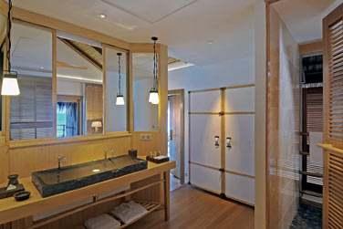La salle de bain de la Villa sur Pilotis