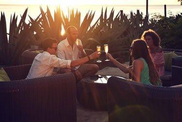 Le bar Ti Baz : un lieu idéal pour de bons moments de détente tout au long de la journée