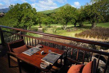 Le restaurant le 'Dix-Neuf' situé au Club House, sur le parcours de golf, offre une vue splendide