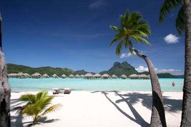Et le site de l'hôtel est à couper le souffle .. plage de sable blanc ..