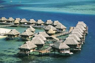 Les bungalows sur pilotis de l'hôtel Moorea Pearl Resort & Spa