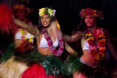 Vous rencontrerez les si belles vahinés et leurs merveilleuses danses Polynésiennes !