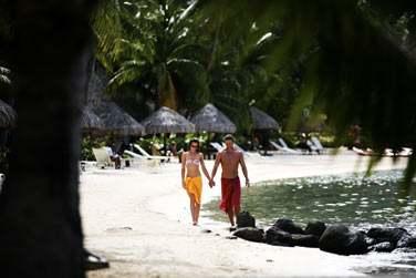 Mains dans la mains partez découvrir l'un des plus beaux lagon au Monde