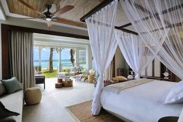 Junior Suite Front de mer et sa spacieuse terrasse ouverte sur la mer...
