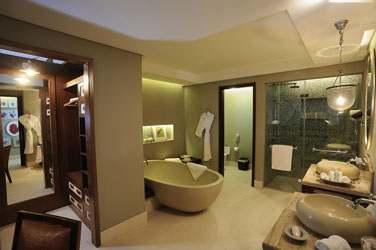 Salle de bain de la Junior Suite Front de Mer