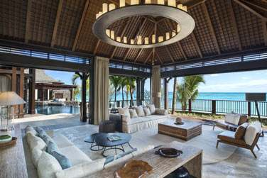 La villa offre un espace de rêve pour un séjour en bord de mer...