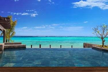 Piscine privée de la Villa, face à la mer turquoise...