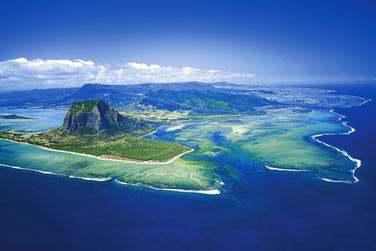 Vue aérienne sur la péninsule du Morne, un des plus beaux sites de l'île Maurice