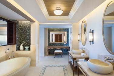 Salle de bain d'une Grande Suite St Regis Front de mer