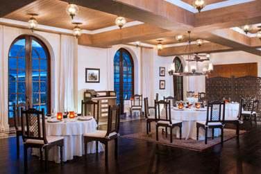 Le restaurant gastronomique Simply India, situé au rez-de-chaussée du Manoir, vous propose une cuisine indienne savoureuse