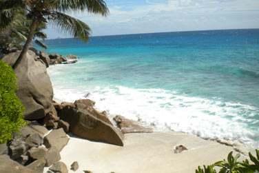 Plage des Seychelles et ses célèbres rochers granitiques