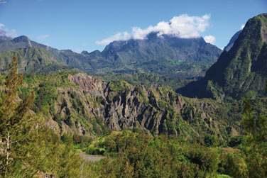 L'île est fascinante autant par sa nature impressionnante que par sa culture métissée