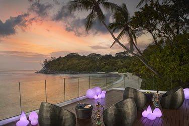 En soirée, détendez-vous au Gravity Bar et sirotez un cocktail en admirant le coucher de soleil sur l'océan Indien