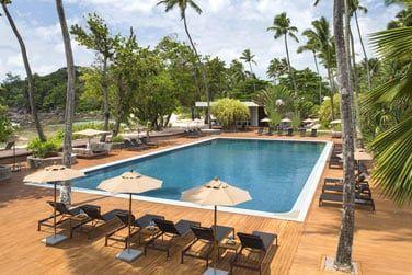 La piscine principale sera le lieu de vos journées détente en bord de lagon...