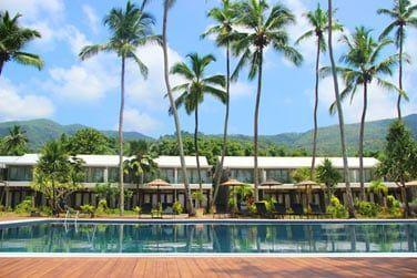 Le resort, entièrement rénové, vous attend entre mer et montagnes