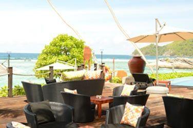 Ou détendez vous en extérieur en terrasse..un vrai air de vacances !