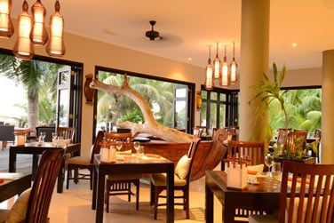 Le restaurant Les Palms pour dégustez une cuisine méditerranéenne, créole et internationale