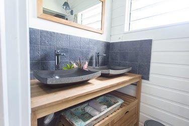 La salle de bain de la suite La Case